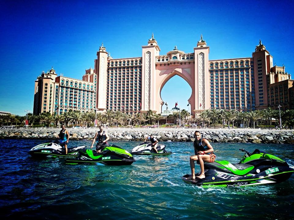 enjoy vacation on jet ski dubai